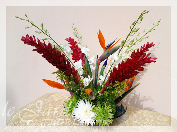 Tropical magic flower arrangement le jardin florist for Arrangement jardin