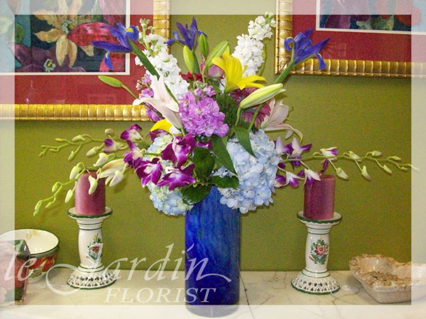 French vase flower arrangement le jardin florist for Arrangement jardin