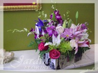 Victorian Treasure Chest :: Le Jardin Signature Flower Arrangement