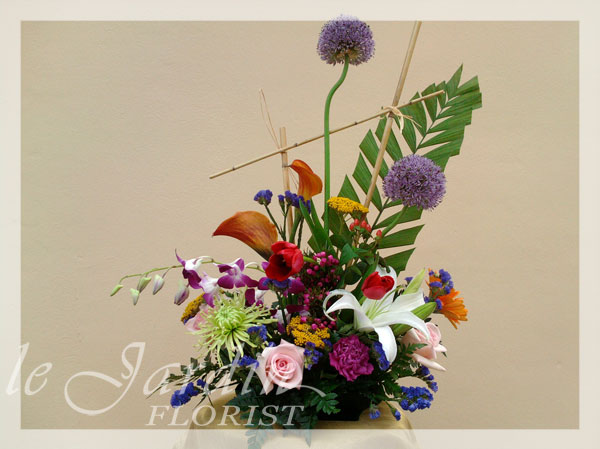 Tower of pisa flower arrangement le jardin florist for Arrangement jardin