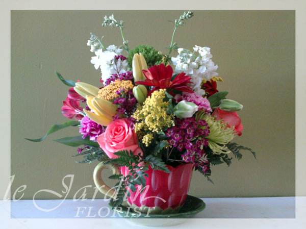 Happy summer flower arrangement le jardin florist for Arrangement jardin