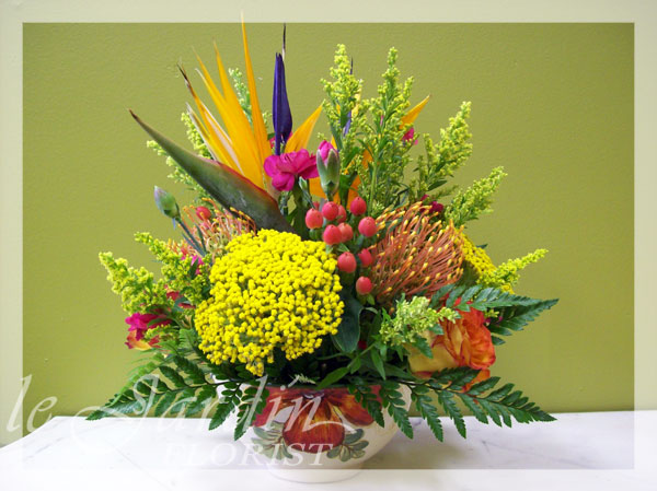 Wild jamaica flower arrangement le jardin florist for Arrangement jardin