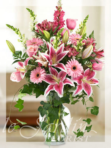Victorian bouquet flower arrangement le jardin florist for Arrangement jardin