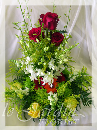 Blooming love flower arrangement le jardin florist for Arrangement jardin