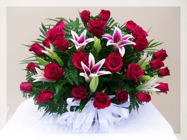 Regal red roses funeral sympathy flower arrangement le for Flower arrangements with roses