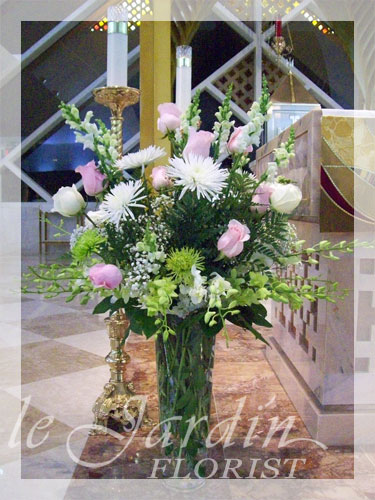 Serenity funeral sympathy flower arrangement le jardin for Arrangement jardin