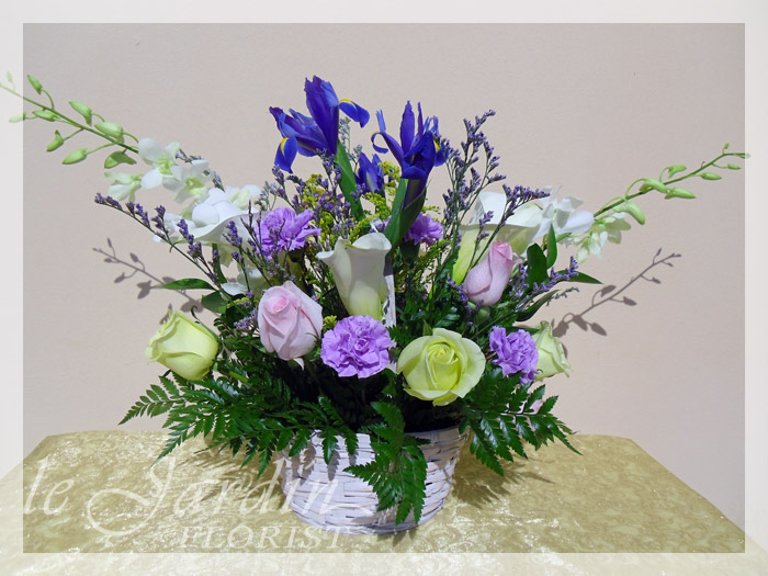 Soft impressions flower arrangement le jardin florist for Arrangement jardin
