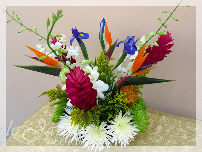 Irisiana tropical flower arrangement le jardin florist for Arrangement jardin
